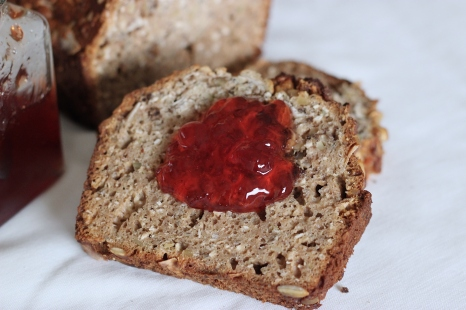 banana-breakfast-bread-wtih-jam-recipe